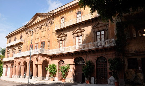esterno-palazzo-de-gregorio